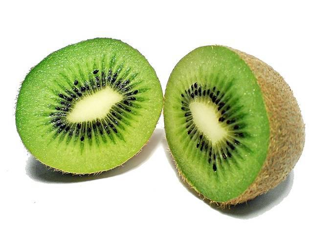 15 alimenti miracolosi per una pelle luminosa: Kiwi