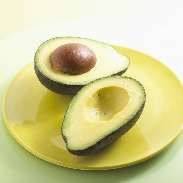 15 alimenti miracolosi per una pelle luminosa: Avocado