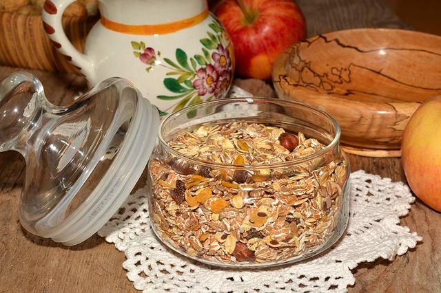 Colazione ideale: 5. Yogurt greco con muesli e bacche