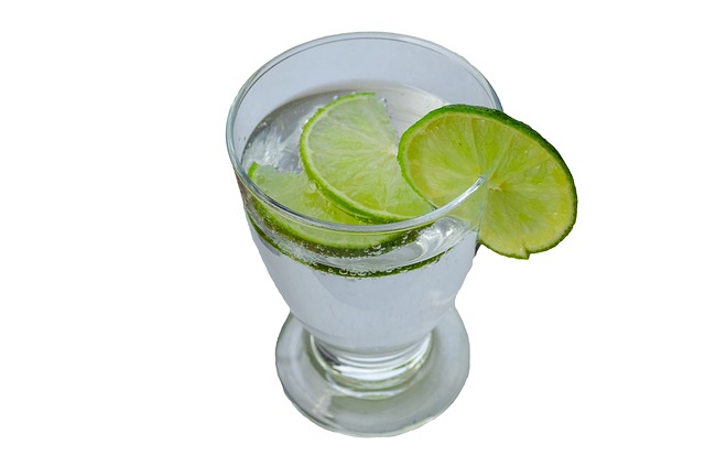 Come ridurre il girovita: esercizi per eliminare le maniglie dell'amore!: Acqua e limone