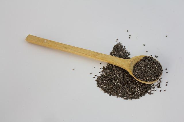 17 cibi ricchi in fibre che diminuiscono il rischio di malattie cardiache e l'ictus: semi di chia