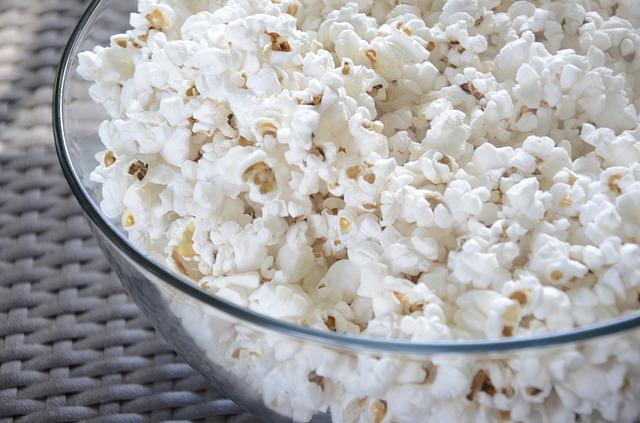 17 cibi ricchi in fibre che diminuiscono il rischio di malattie cardiache e l'ictus: popcorn