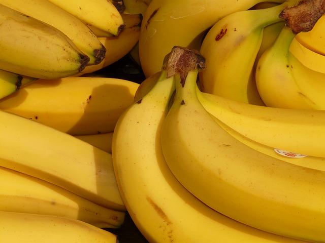 17 cibi ricchi in fibre che diminuiscono il rischio di malattie cardiache e l'ictus: banana