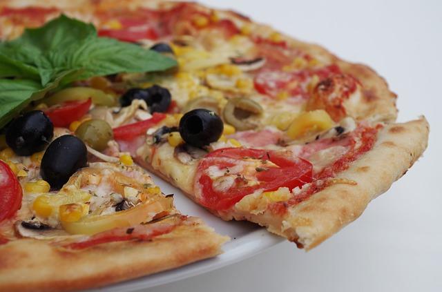 11 cibi da evitare per perdere peso: pizza