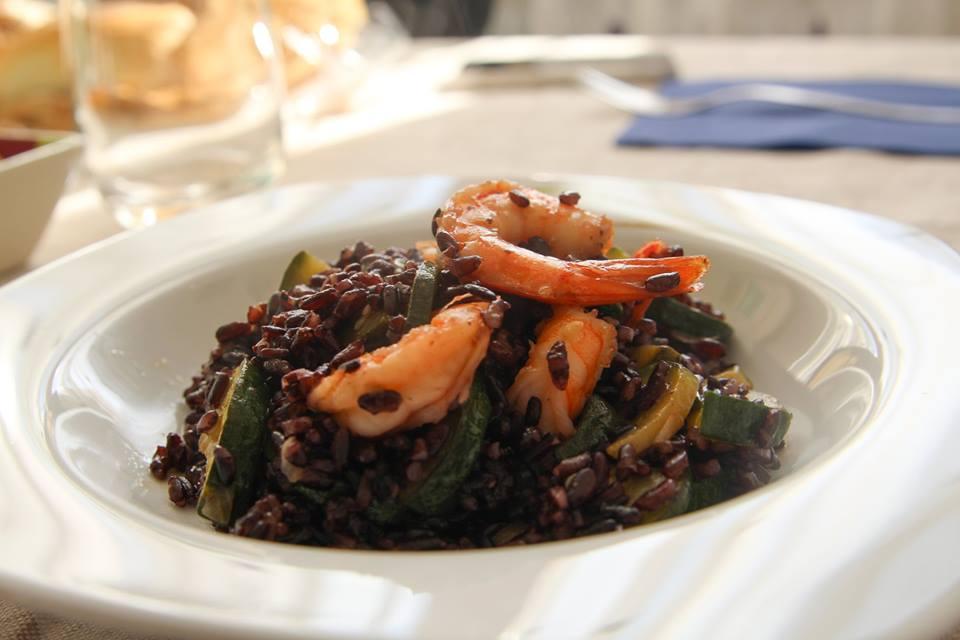8 fantastici benefici del riso nero (o venere): controllo del peso