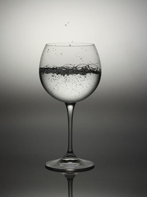 Dimagrisci mangiando 15 cibi per accelerare il tuo metabolismo: acqua