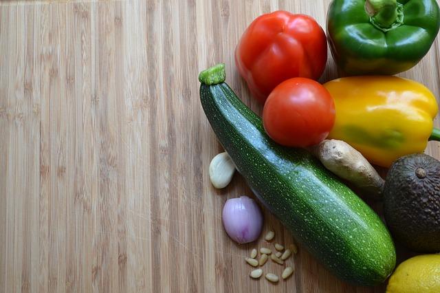 Come e perché pasti a base vegetale possono aiutare a perdere peso: come e cosa mangiare