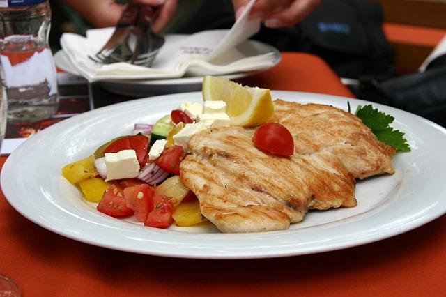 Se vuoi dimagrire, devi cominciare a mangiare (evitando questi errori): mangia quello che serve