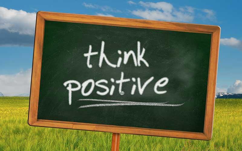 Come la tua capacità di pensare positivo influisce sulla perdita del peso