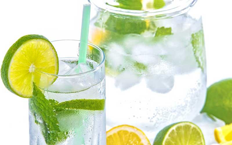 Acqua e limone prima di andare a dormire