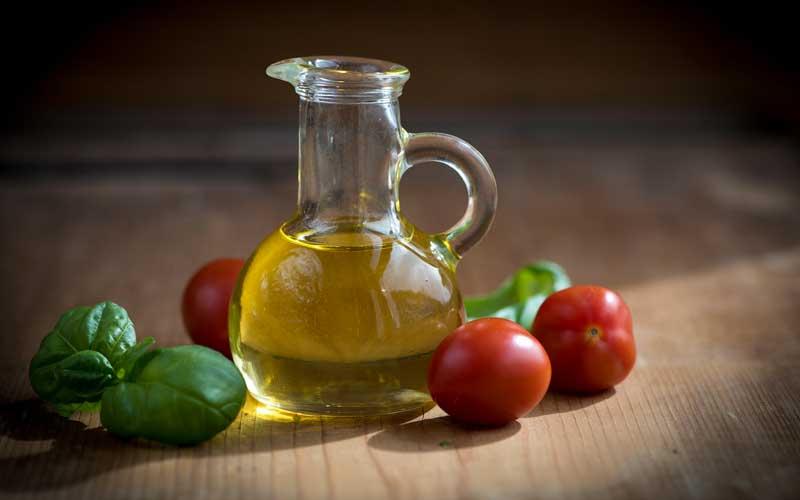 Olio di oliva sulla pelle: ecco cosa succede
