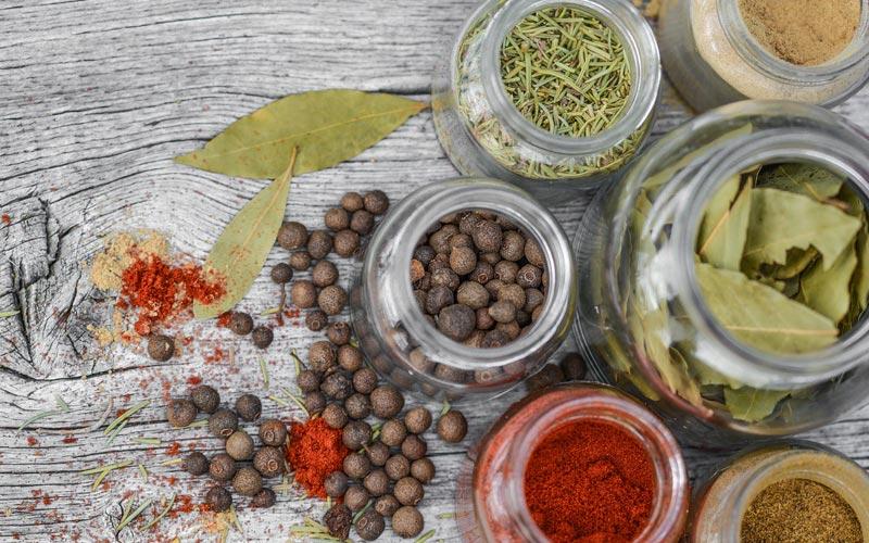 Curcuma e piperina per dimagrire: funziona davvero?