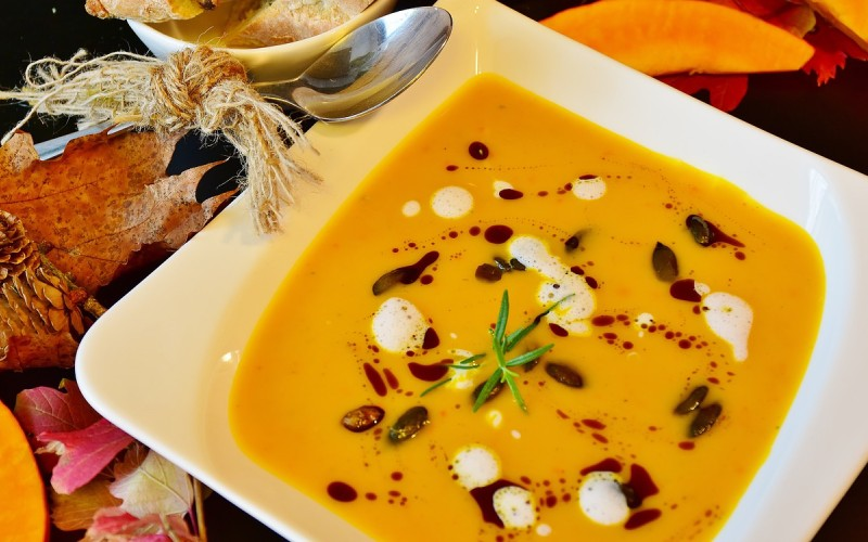 Alimenti con zionco: fagioli, i semi di zucca, le mandorle, la quinoa e il tuorlo dell'uovo